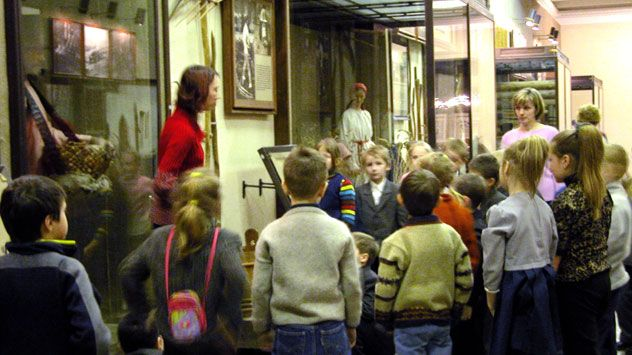 A primary teacher with her class on an excursion to the museum