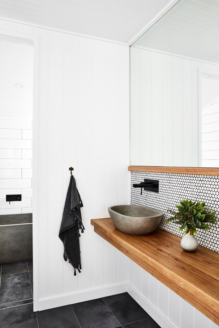 1001 Idees Pour Adopter Une Credence Salle De Bain Esthetique Et Fonctionnelle Credence Salle De Bain Salle De Bain Blanche Et Bois Petite Salle De Bain Complete