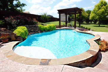 Traditional Pool and Spa with Raised Beam Wall - traditional - pool - dallas - by Sam's Outdoor Living