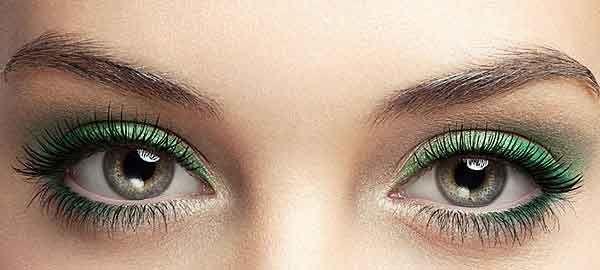 Metallico, laccato, intenso o delicato, l'eyeliner verde dona allo sguardo un taglio sognante, sofisticato o glaciale, senza esagerare.http://www.sfilate.it/239446/leyeliner-verde-per-cambiare-sguardo