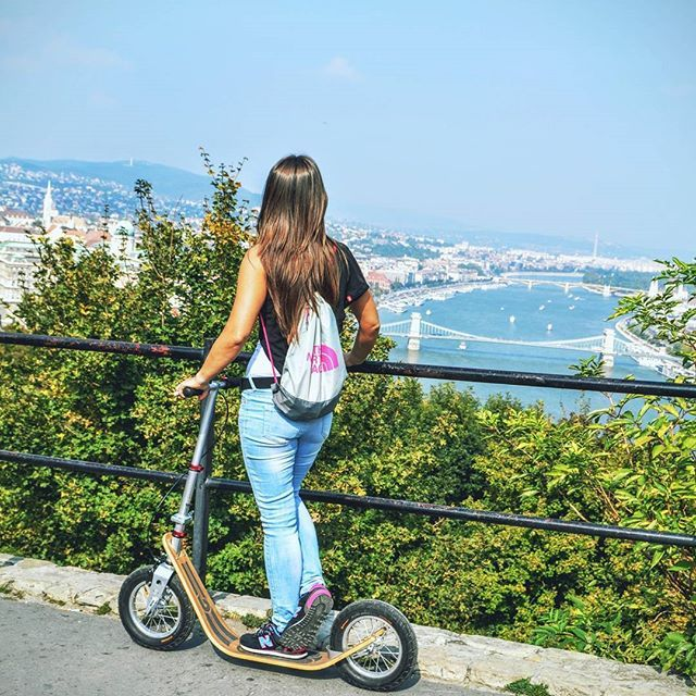Another beautiful sunny day with Boardy  #boardy #budapest #kickscooter #kickbike #sunday #weekend #budapesturbangames #outdoors #hiking #citylife #design #tretroller #trottinette #view #autumn