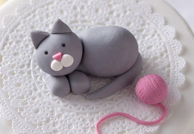 Un chat Pour une petit déco de gateau super sympa, réalisez ce chat en pâte à sucre. Un chat en pâte à sucre