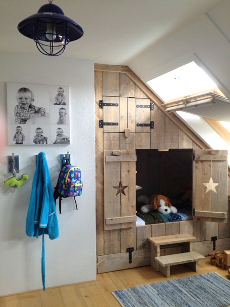 Fun built-in kids bed nook