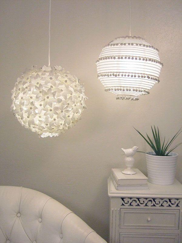 Aquí hay dos más ideas para lámparas de papel, una con flores y una con pompones.