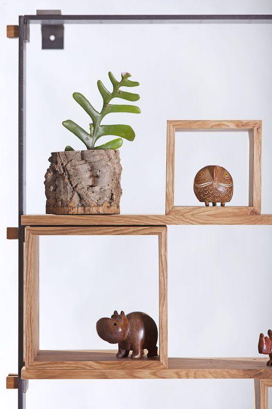 """La libreria di design """"Legno al cubo"""" eseguita da Semprelegno potrebbe essere finita solo con le mensole fissate all'altezza desiderata fra loro. Design by Miranda Morico."""