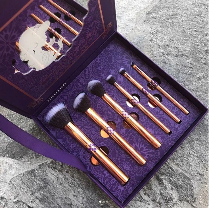 O kit de pincéis luxuoso inspirado na princesa Jasmine - http://www.pausaparafeminices.com/ppf/o-kit-de-pinceis-luxuoso-inspirado-na-princesa-jasmine/