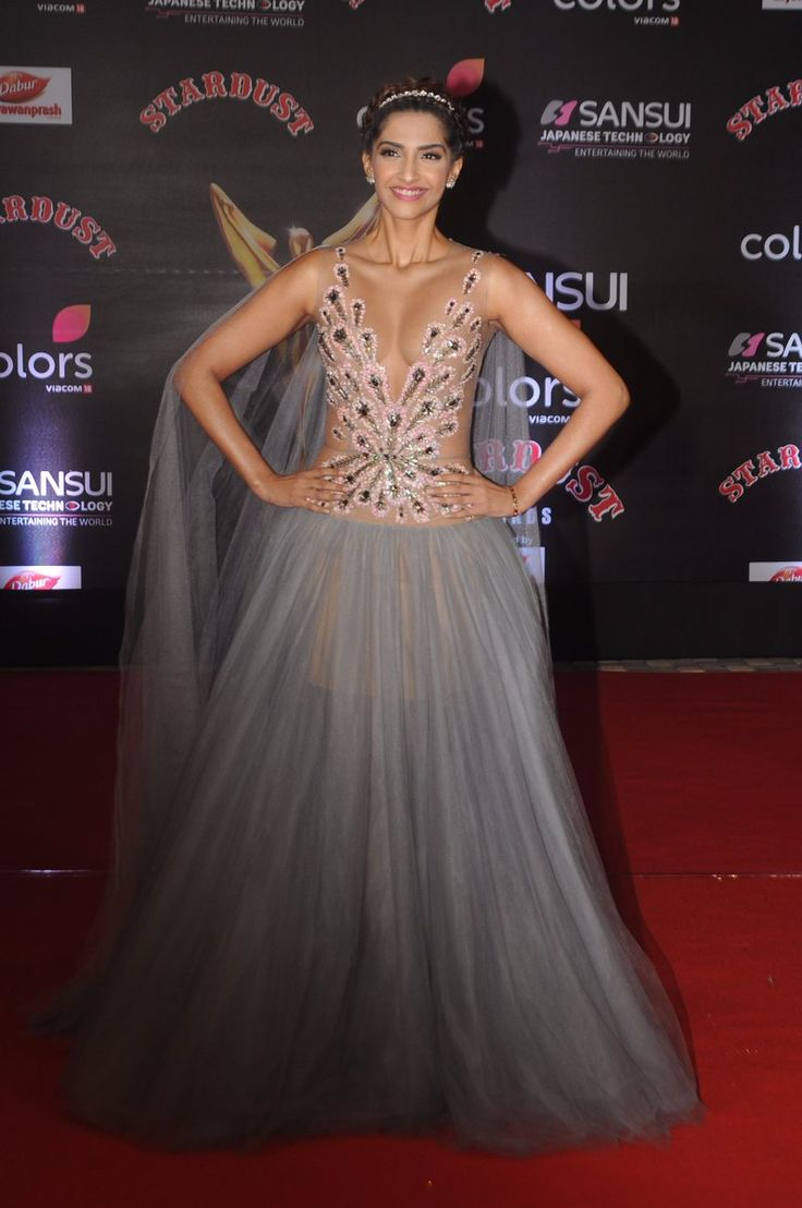 Bollywood Fashion 2016-17: Dec 19, 2016: Sonam Kapoor @ 25 Stellar Celebrity Looks From The Stardust Awards 2016 That Are Totally Worth A Steal! via @topupyourtrip