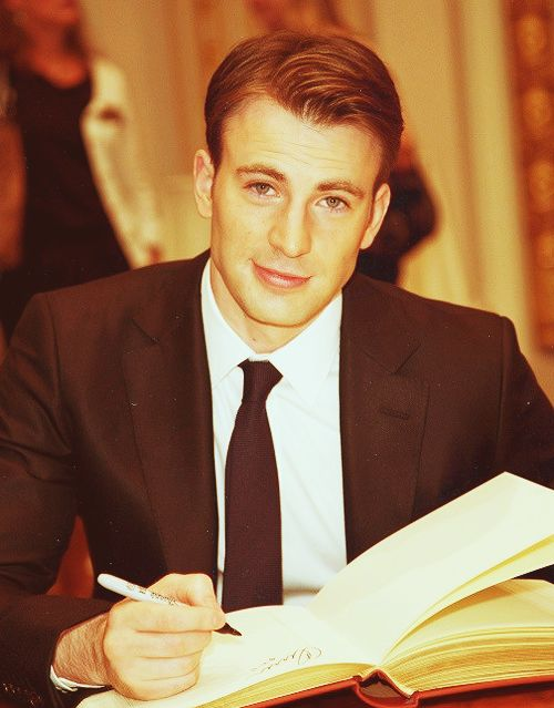 Chris Evans. That's a dapper man right there.
