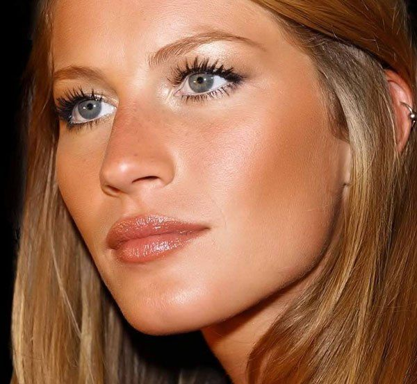 Sun-kissed makeup. Absolutely love how it makes her complexion look