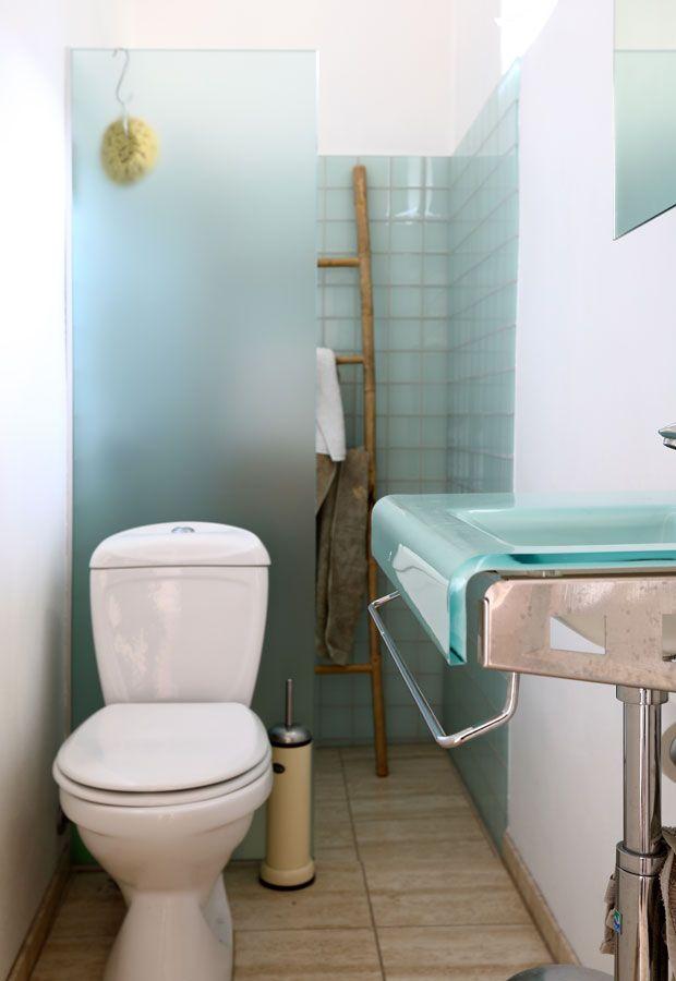 Lille badeværelse med skillevæg