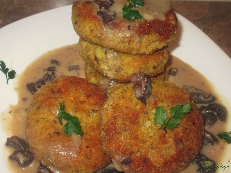 Gosia gotuje: Kotlety ziemniaczane z sosem grzybowym