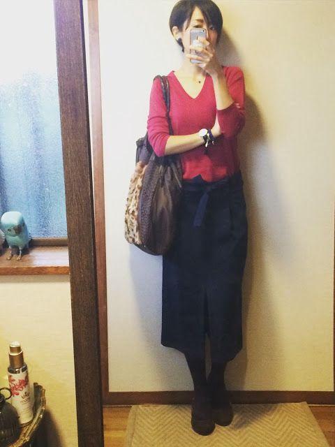 ワインレッド×ネイビー×ブラウンのカラーリング。  秋冬にしかできない渋い組み合わせです。     昔々のユニクロカシミアニットも今季は新鮮に着られる色です。    ユニクロカシミアニット×ZARAスカートの渋カラーコーデアイテム  Knit/UNIQLO  Bottom/ZAR...