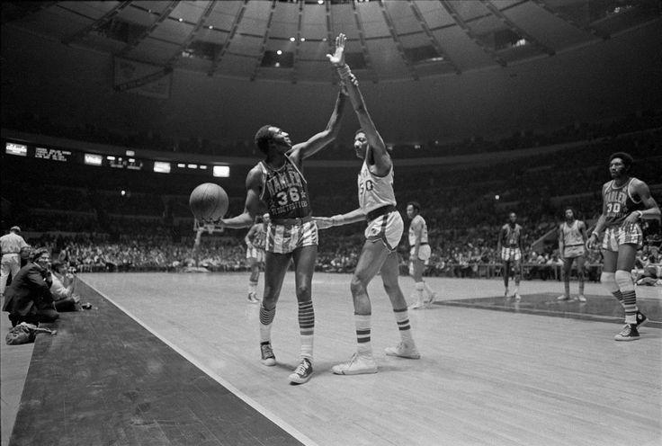 Meadowlark Lemon, Harlem Globetrotters' Dazzling Court Jester, Dies at 83 - The New York Times