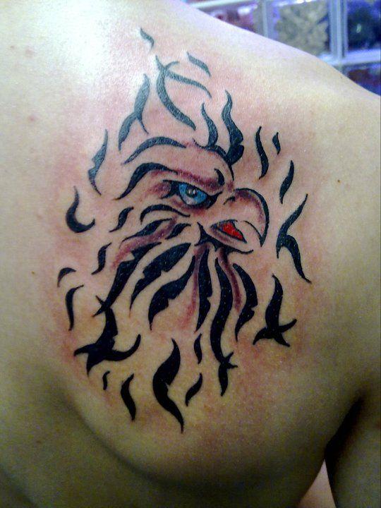 Tattoo tatouage aigle epaule tribal tatouages filou noir et blanc pinterest piercing - Tatouage tribal epaule ...