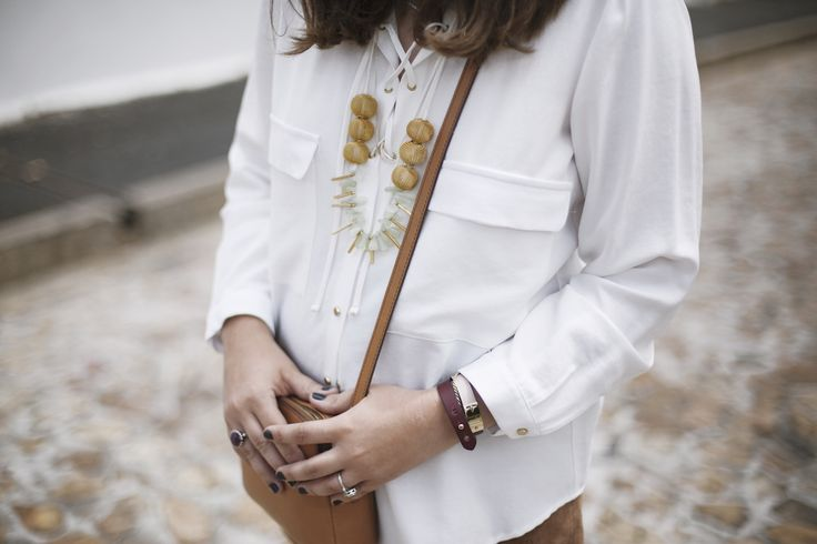 Light skies Raya Rossi details White gold lace up shirt Fossil tan crossbody bag Pichulik