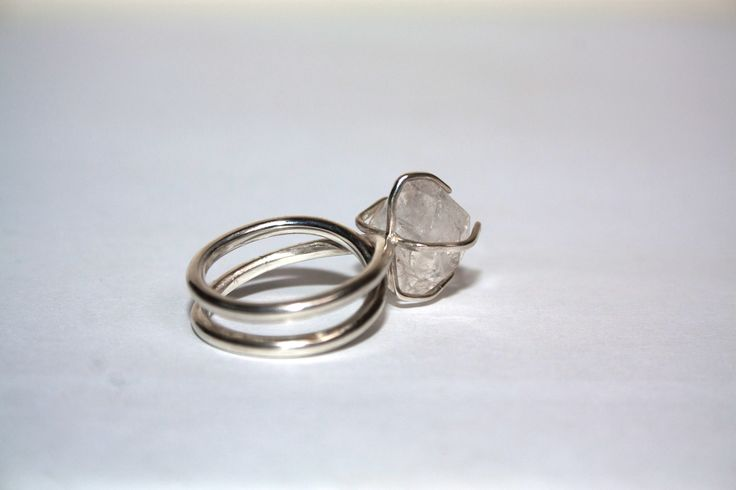 Relic endless band set with a Herkimer diamond