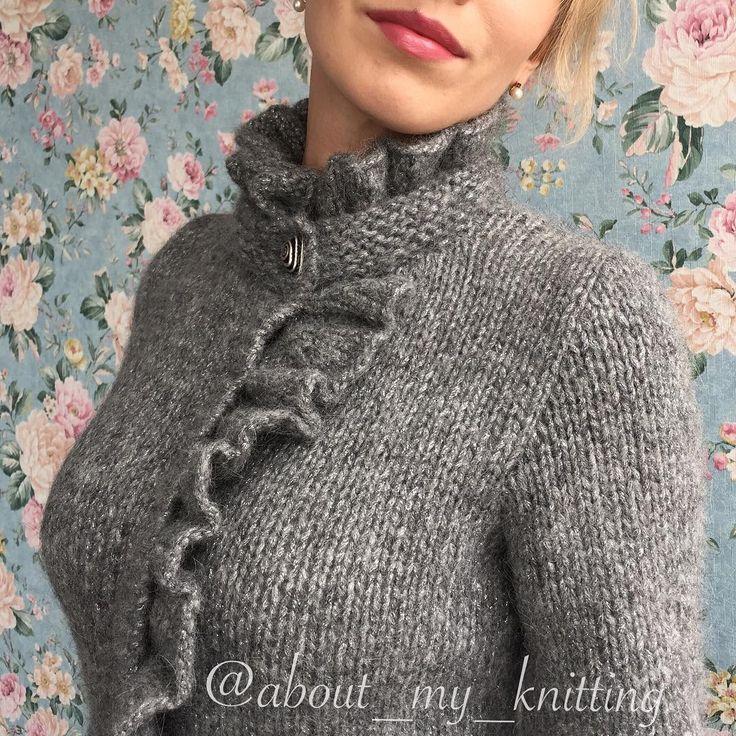 Ну что же, вот и очередной жакет с рюшами в красивом сером цвете в готовом виде:) Специально показываю такой крупный план, чтобы видно было каждую петельку и, возможно, кто-то разглядит блеск ✨, который в реальности очень красив и деликатен) ----------- #knitting_inspiration #i_loveknitting #knitwear #knitstagram #аксессуары #knitting #sweater #knit #ярмаркамастеров #вязаныйкардиган #кардиган #модно #вяжутнетолькобабушки #вяжу #вязаныйсвитер #свитер #вязаниеспицами #вязание #вязаниепермь…