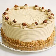 Hazelnoot schuimtaart is altijd een succes op verjaardagen en feestjes! Deze taart is opgebouwd uit diverse lagen schuim en gevuld met een heerlijke mokka hazelnoot botercrème.