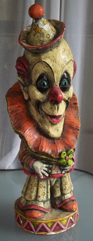 @Christy Polek Polek Polek Morrell this reminds me of you!! Vintage Large Clown Statue