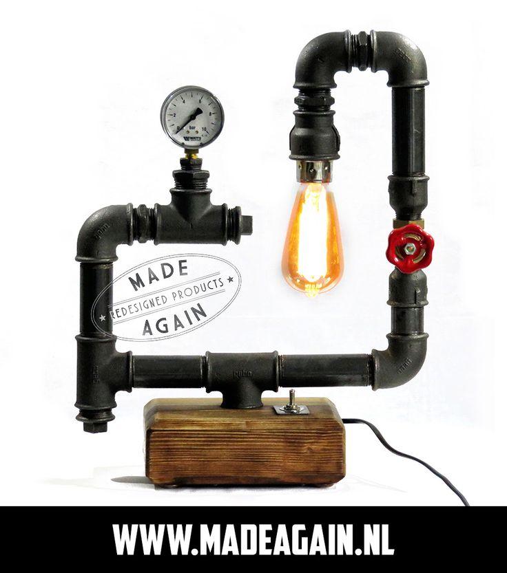 Exclusieve handgemaakte industriële tafel-/bureaulamp met houten voet en unieke details die op verzoek kunnen worden aangepast