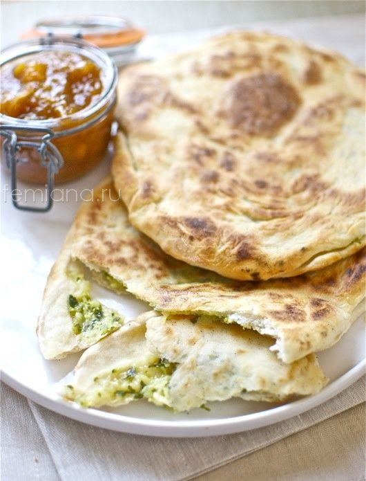 Индийская лепешка наан с сыром, зеленью и чесноком (просто, быстро, вкусно)