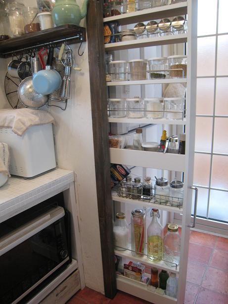 冷蔵庫と壁の間に隙間用ラック : 狭くても使いやすいキッチン収納術 - NAVER まとめ