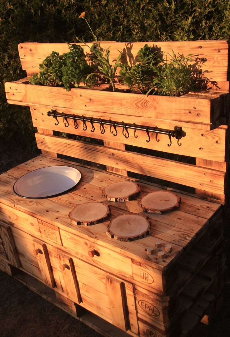 Kinder-Matschküche / Spielküche / Mud Kitchen aus Paletten gefertigt für junge Küchenchefs – 100% kunststofffrei