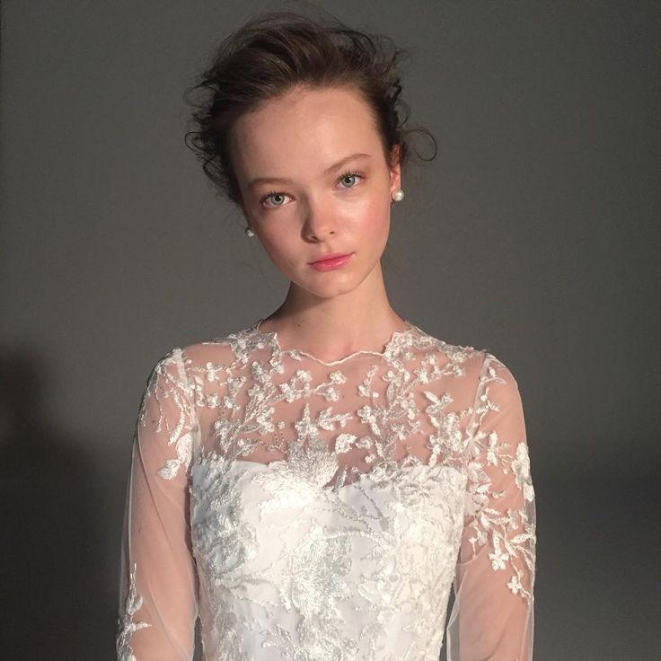 本日は朝からドレス撮影 繊細な刺繍が美しいドレスは、イタリアのドレスクチュリエ#ピーターラングナー の最新作❗️✨ . #ellemariage #エルマリアージュ #ピーターラングナー #ドレス #プレ花嫁 #最新作 #ウエディング #刺繍 #ロングスリーブ #ドレスブランド #人気