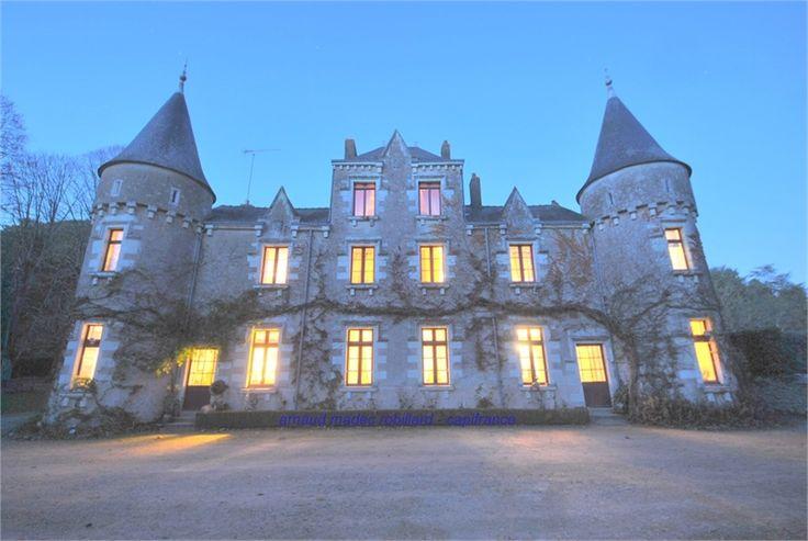 Près de Nantes à vendre chez Capifrance magnifique manoir de 1000 m², 20 pièces dont 12 chambres.    Amoureux de l'authentique, vous allez être charmés à coup sûr !     Plus d'infos > Arnaud Madec, conseiller immobilier Capifrance