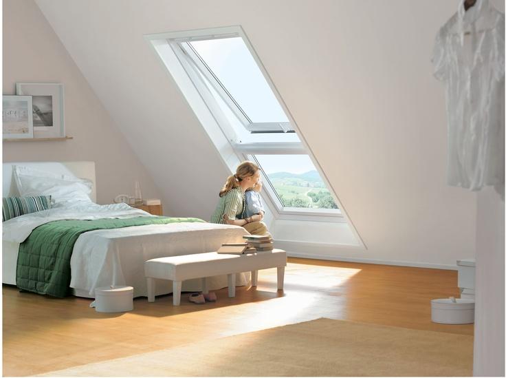 Ein #Lichtband lässt viel Tageslicht ins #Dachgeschoss und ermöglicht auch den kleinsten Bewohnern einen tollen Ausblick nach draußen. #Dachfenster