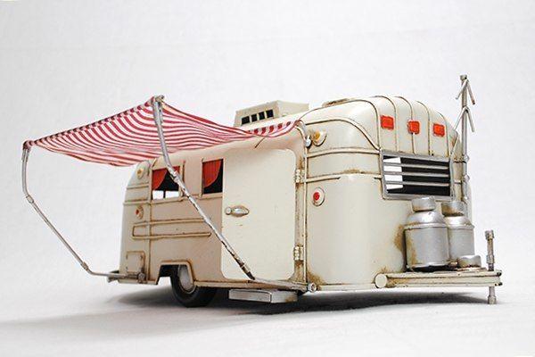 ブリキのおもちゃ 雑貨 車 クラシックカー レトロ アンティーク風 エアストリーム風 キャンピングトレーラー ホワイト