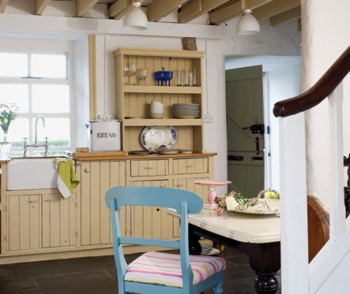 Get the Look: An Irish Cottage  http://www.boxwoodclippings.com/2011/03/an-irish-cottage/