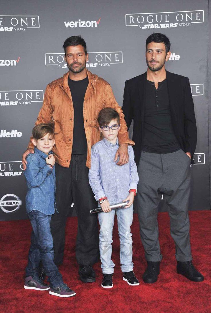 Ricky Martin posa, por primera vez, con su novio y sus hijos