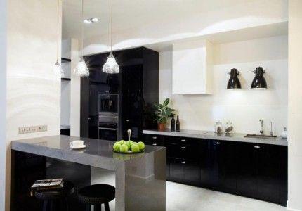 Для кухни хайтек характерно несколько точек искуственного освещения