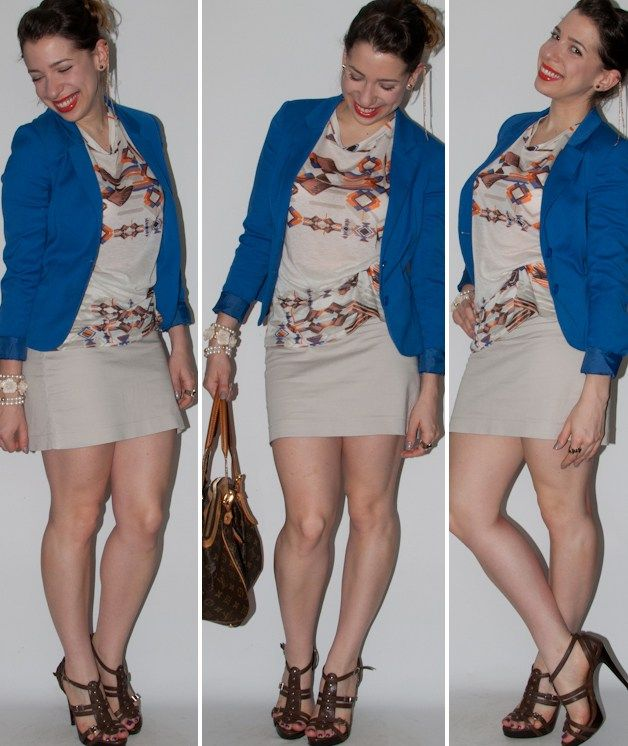 Look do dia: blusa de estampa étnica, saia lápis cáqui, blazer azul-klein, sandália Schutz e bolsa Louis Vuitton. Look com estampa étnica no blog de moda.