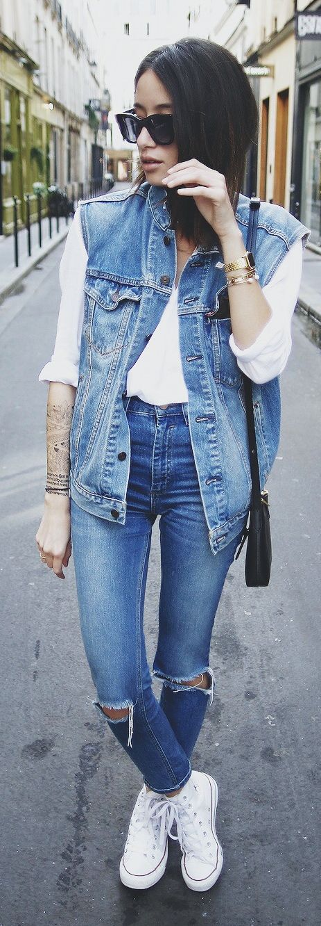 This denim on denim is to die for. By keeping the other colours simple the outfit looks fresh. #denim #style #fashion