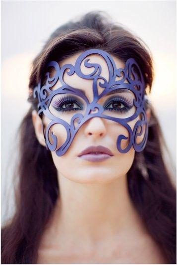 Swirly máscara de cuero en color púrpura por TomBanwell en Etsy