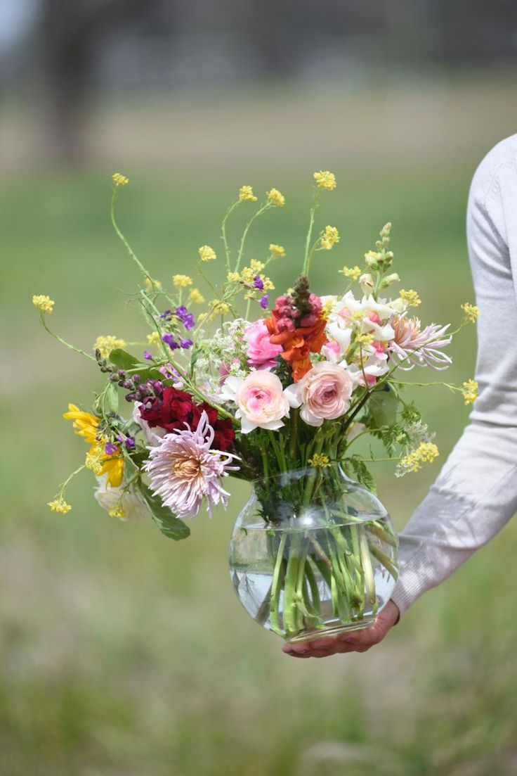 Dedicada a Mamá - Revista Tigris Glass Vase, The Great Outdoors, Daughters, Floral Bouquets, Tulips, Mothers
