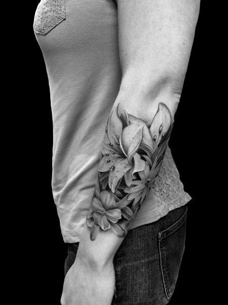 Frank Ready - Realistic black and grey flower tattoo