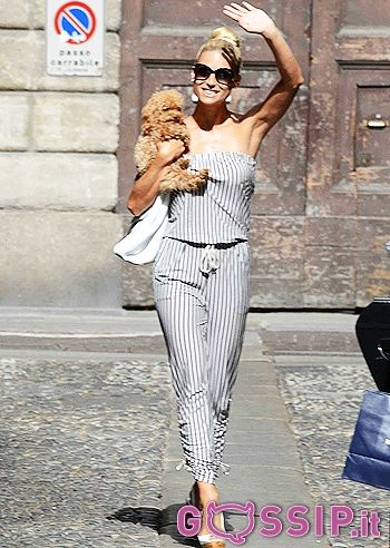 Michelle Hunziker tornata a Milano fa shopping con Aurora, Federico e Lilly: le foto - Foto e Gossip by Gossip News