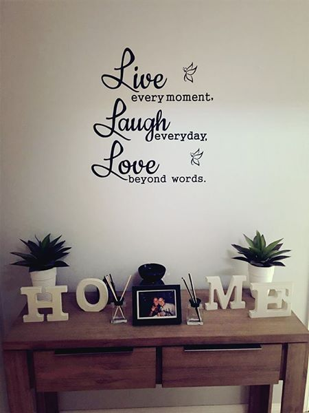 Live Laugh LoveRemovable wall decalComes with a transfer sheet for a perfect finish on your wall, also comes with instructions80cm x 60cm Please refer to my instructions on how to app...