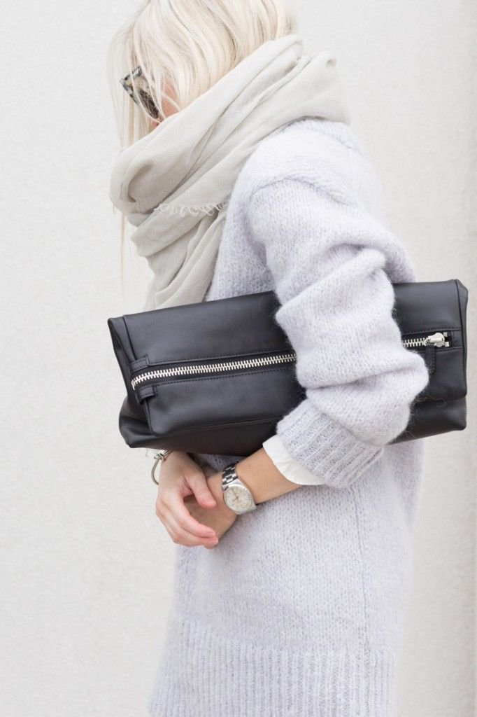 Like this style, chunky sweater, chic.