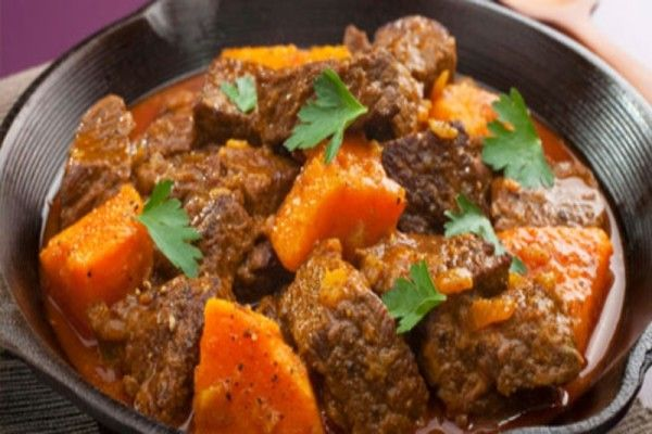 Slow cooker beef curry with kūmara and spinach  via MyFamily.kiwi