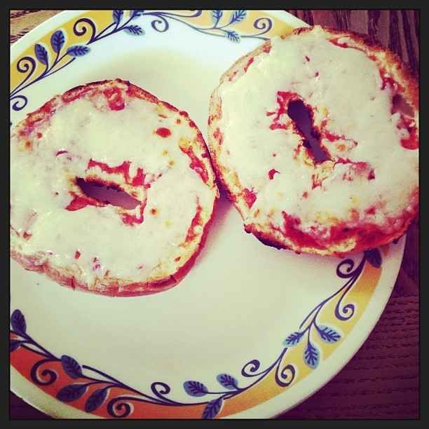 Microwave a toasted bagel with sauce from the pasta line and cheese from the salad bar. Pizza bagel!   19 Food Hacks For College Cafeterias