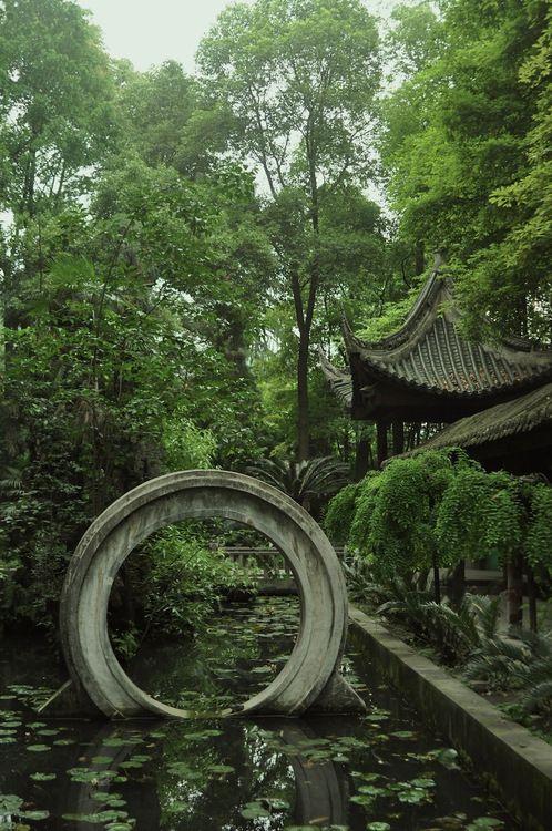 Ring, Manjushri (Wenzhu) Monastery, Chengdu, Sichuan. Wie ein Sternentor in eine andere Welt