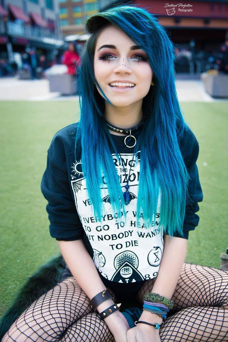 Emo , Scene Girls style. Bright hair, love the blue!