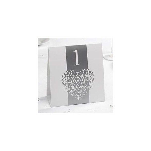 Finemente decorato in stile vintage e romantico ogni confezione contiene i numeri  da 1 a 12.