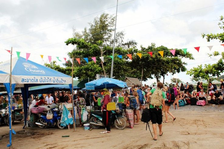 FULL MOON PARTY, KHO PHANGAN PORT, THAILAND, TOURISTS, HARBOR