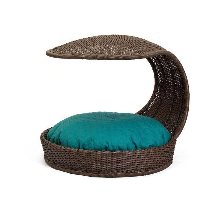 Cama Chaise de Fibra Sintética Cor Café, com Almofada Azul Turquesa