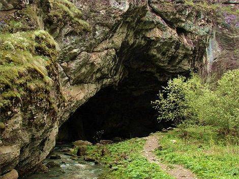 Кения — колоритное государство восточной части Африки. Серди привлекательных горных склонов, вблизи озера Виктория прячется опасная пещера Китум, посетители которой редко проживают дольше нед…